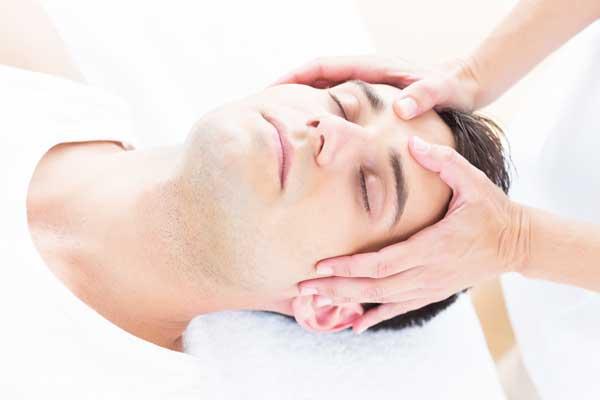 behandling af hovedpine, ansigtmassage